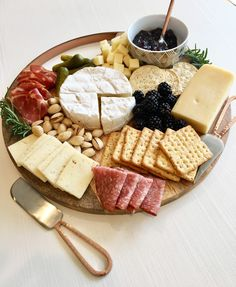 Building the Ultimate Cheese Board on a Budget Charcuterie Recipes, Charcuterie Platter, Charcuterie And Cheese Board, Cheese Boards, Cheese Platters, Food Platters, Banana Fruit, Strawberry Banana, Healthy Summer Snacks