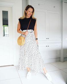 Karen Blackman (@oliviajessloves) • Fotos e vídeos do Instagram Maxi Skirt Outfits, Double Chin, Sunnies, My Love, Skirts, Shopping, Instagram, Sunglasses, Skirt