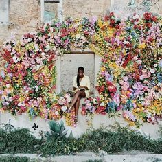 Pose like a true Mother Nature bride with this epic multicolored floral display at your reception! Deco Floral, Arte Floral, Fotografia Pb, Planting Flowers, Flowers Garden, Floral Arrangements, Beautiful Flowers, Beautiful Wall, Beautiful Life