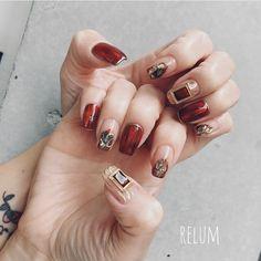 ご来店ありがとうございます😍💕 design🌈 @relum_noriko #nail#nails#nailart#gelnails#naildesign#fashion#relum#ネイル#ネイルアート#ニュアンスネイル#リルム#恵比寿#恵比寿ネイルサロン#恵比寿ネイル 東京都渋谷区恵比寿4-11-8グランヌーノ502 お問い合わせご予約 ℡03-6450-4230 LINE🆔→relum0401re *完全予約制 Winter Nail Art, Winter Nails, Red Nails, Swag Nails, Mani Pedi, Manicure, Nail Ring, Nail Accessories, Everyday Makeup