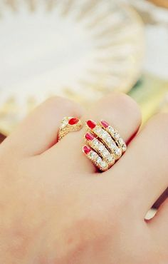 I would wear this on my index finger. Kinda like Aubree holding it