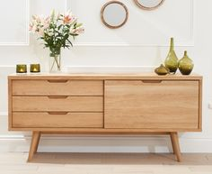 The Tribeca Oak Sideboard offers exquisite, retro styling and will in a split second add new life to your living or lounge area. The chic sideboard highlights 3 drawers, with recessed handles and a pantry with a sliding entryway. The expansive sideboard i Retro Sideboard, Dining Room Sideboard, Large Sideboard, Oak Sideboard, Sideboard Furniture, Door Furniture, Furniture Design, Oak Living Room Furniture, Sideboard Ideas