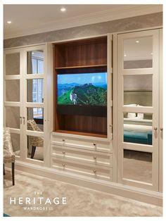 Corner Wardrobe Unit, Built In Wardrobe Ideas Alcove, Bedroom Built In Wardrobe, Bedroom Built Ins, Bedroom Closet Design, Tv In Bedroom, Wardrobe Design, Bedroom Green, Tv In Wardrobe