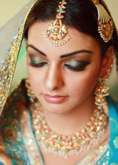 Gorgeous bridal looks by talented makeup artist Sumaira. Feature By TheMuslimBride. Asian Wedding Makeup, Indian Bridal Makeup, Asian Bridal, Wedding Beauty, Indian Makeup Style, Indiana, Wedding Accessories, Hair Accessories, Bridal Looks