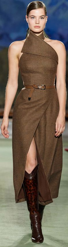You are in the right place about Runway Fashion ready to wear Here we offer you the most beautiful pictures about the Runway Fashion you are Fashion 2020, Runway Fashion, High Fashion, Fashion Show, Fashion Looks, Womens Fashion, Fashion Design, Plaid Fashion, Brown Fashion