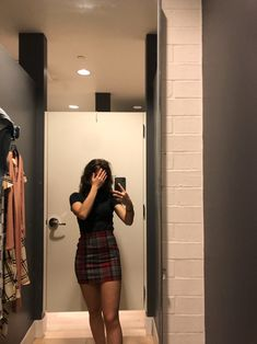 Girl Next Door Fashion. Take A Look At This Great Fashion Information! Cute Girl Photo, Girl Photo Poses, Girl Photography Poses, Girl Photos, Teen Girl Outfits, Outfits For Teens, Trendy Outfits, Teen Fashion, Fashion Outfits