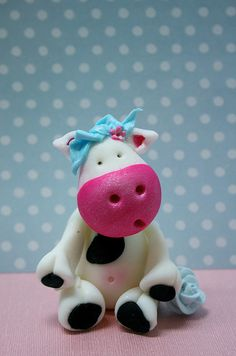 sugar cow by Kylie Lambert Fondant Toppers, Fondant Cakes, Cupcake Cakes, Cupcake Toppers, Cake Fondant, Fondant Animals Tutorial, Fondant Tutorial, Fondant Figures, Clay Projects