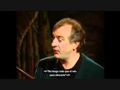 Douglas Adams reading from The Hitchhiker's Guide to the Galaxy :D This made me smile. <3