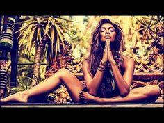 Nicole Scherzinger shows off her endless legs in yoga pose Nicole Scherzinger Your Love, Nicole Scherzinger Bikini, Namaste, Chatty Man, Hippie Man, Look Girl, Old Singers, Ballet, Yoga Poses