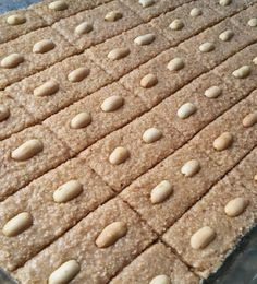 Orjinal Şambali Tatlısı - Pratik Tatlı Tarifleri Bread, Food, Brownies, Food And Drinks, Eten, Breads, Hoods, Baking, Bakeries