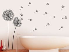 Luftige Deko: Vom Winde verwehte Pusteblumen als Wandtattoo im Bad