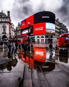 London Street Photography, Piccadilly Circus, London Pictures, City Aesthetic, London Calling, London Travel, London England, Wonderful Places, Travel Photography