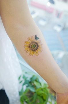 Celebrate the Beauty of Nature with these Inspirational Sunflower Tattoos awesome sunflower tattoo ideas © tattoo artist sᴇᴏᴜʟ, ᴋᴏʀᴇᴀ Sunflower Mandala Tattoo, Sunflower Tattoo Small, Sunflower Tattoos, Sunflower Tattoo Design, Unique Tattoos, Cute Tattoos, Small Tattoos, Girl Tattoos, Butterfly Tattoos For Women