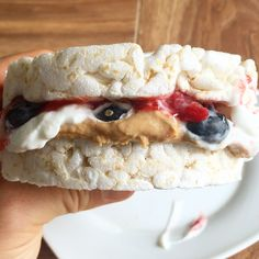 comes in a dessert form as well! PB&J version: Took 2 plain rice cakes sandwiched between sugar free strawberry jelly, dannon light & fit vanilla, and fresh blueberries! Such a tasty snack for around 150 calories Rice Cake Recipes, Rice Cakes, Dessert Recipes, Desserts, Rice Cake Snacks, Protein Snacks, Healthy Snacks, Healthy Eating, Healthy Fats