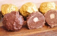 Ferrero Rocher at Thermomix. Discover the recipe for homemade Ferrero Rocher, simple and easy to make at home using your Thermomix. Christmas Breakfast, Christmas Fun, Christmas Cookies, Chocolate Bonbon, New Eve, Thermomix Desserts, Breakfast Recipes, Caramel, Homemade