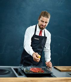 Peter Sagan shows you from his 10 |10 BORA edition the Pea and matcha tea soup with grilled prawns.