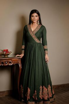 Aishwarya Rajesh Movie Photos, Stills Latest movie stills of Rajendran. Indian Gowns Dresses, Indian Fashion Dresses, Dress Indian Style, Pakistani Dresses, Indian Gown Design, Indian Long Gowns, Indian Formal Wear, Salwar Designs, Kurti Designs Party Wear