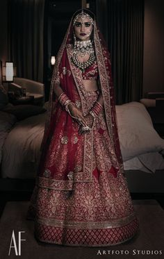 Spardha New Delhi, Nov 2017 Shot by looking stunning in Jewellery… Indian Bridal Outfits, Indian Bridal Lehenga, Indian Bridal Fashion, Indian Bridal Wear, Indian Ethnic Wear, Indian Dresses, Bridal Dress Design, Bridal Style, Bridal Lehenga Collection