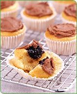 These mini cupcakes are the perfect portion-controlled sweet treat. #recipe #WWLoves