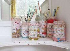 Use fabric-covered jars to keep #knitting needles organized!  This is such a great idea!
