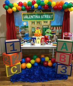 Elmo First Birthday, Boys 1st Birthday Party Ideas, 1st Birthday Decorations, Elmo Party, Mickey Party, Dinosaur Party, Dinosaur Birthday, Sesame Street Centerpiece, Sesame Street Decorations
