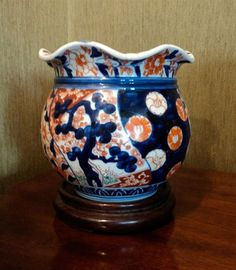 A small Japanese Imari jardiniere, 19th century - - - Carter's Price Guide to Antiques and Collectables