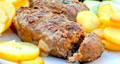 Griekse bifteki, lekker met gebakken aardappeltjes en Griekse salade
