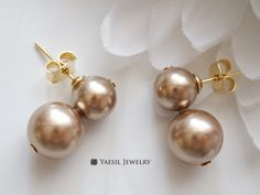 Bronze Snowman Earrings, Double Pearl Earrings in Bronze, Sterling Silver Post, Quality Pearls by YaesilJewelry on Etsy Double Pearl Earrings, Snowman, Bronze, Pearls, Sterling Silver, Trending Outfits, Unique Jewelry, Handmade Gifts, Vintage