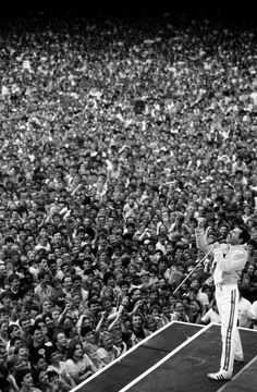 If I could ever play in front of this many people, and have them eating out of the palm of my hand like Freddie, I'd be able to say I'd made it.