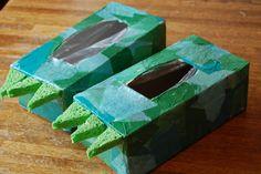 Dinofüße aus TaTü-Karton, Original von hier http://abirdandabean.com/tissue-box-dinosaur-feet/