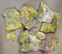 1 pound Chips & Chunks Purple Stichtite in Green Serpentine Dundas Tasmania
