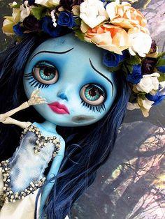 *Blythe Custom caracterizada by Madame Mix *Outfit by Larissa Bizacco *Eyechip by Gisele Bianchini