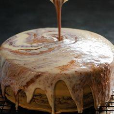 8 Tips for Making Amazing Toppings - Dessert Recipes Quick Dessert Recipes, Easy Cake Recipes, Fun Desserts, Breakfast Recipes, Saint Sylvestre, Dessert Original, New Cake, Pumpkin Dessert, Recipe For 4
