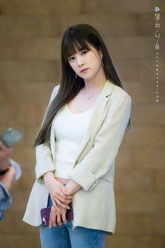 180620 Chorong - Hayoung's Movie Premiere 'Love in Time' by Delphinium Cute Asian Girls, Beautiful Asian Girls, Sweet Girls, Kpop Girl Groups, Korean Girl Groups, Kpop Girls, South Korean Women, Apink Naeun, Pink Panda