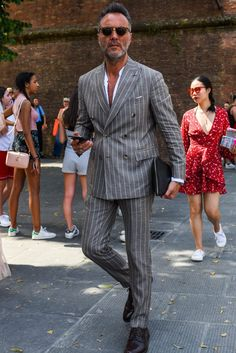 Learn to live in Style. Blazer Fashion, Mens Fashion Suits, Mens Suits, Men's Fashion, Gentleman Mode, Gentleman Style, Grey Suit Men, Stylish Mens Outfits, Suit And Tie