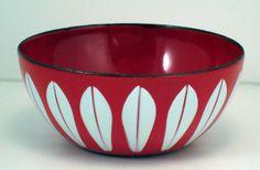 Love this vintage enamelware bowl...
