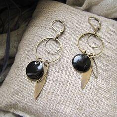 Boucles d'oreilles angèle noire - sequin émaillé, navette laiton bronze