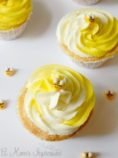 These easy bumblebee cupcakes would be perfect for a birthday party or other summer occasion! The almond frosting recipe is great for all kinds of dessert recipes as well - you'll want to pin this one for later! Almond Frosting, Cupcake Frosting, Cupcake Cakes, Royal Frosting, Cupcake Party, Icing, Frosting Recipes, Cupcake Recipes, Dessert Recipes