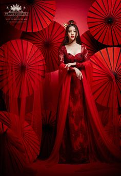 Actress Pim Pimprapa for Vanus Couture. Gorgeous Red for perfect Chinese Bride. Chinese Wedding Dress Traditional, Chinese Bride, Chinese Style, Traditional Dresses, Creative Fashion Photography, Vogue, Oriental Fashion, China Fashion, Lady In Red