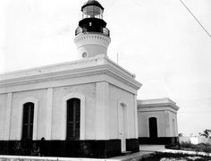 MUERTOS ISLAND LIGHT (ISLA CAJA DE MUERTOS)   SE OF PONCE ON MUERTOS ISLAND  Station Established: 1887  Year Current Tower(s) First Lit: 1887  Operational? YES  Automated? YES 1945  Deactivated: n/a  Foundation Materials: STONE  Construction Materials: STONE  Tower Shape: CYLINDRICAL  Markings/Pattern: GRAY W/BLACK LANTERN  Relationship to Other Structure: INTEGRAL  Original Lens: THIRD ORDER, FRESNEL 1887 http://www.uscg.mil/history/weblighthouses/LHPR.asp