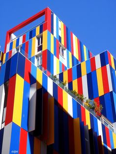 Triadic Color: The three primary colors look well together, however the color is almost overwhelming on the exterior of a building like this. Architecture Design, Facade Design, Colourful Buildings, Amazing Buildings, Piet Mondrian, Classification Des Arts, Art Expo, Josi, Color Harmony