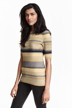 Ribbed jumper: Fitted ribbed jumper with 3/4-length sleeves and ribbing around the neckline and cuffs.
