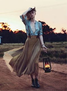 Jillian Davison styles actress Elizabeth Debicki in effortless, country girl looks that signify Aussie femininity. Will Davidson makes one of his signature captures as 'See You At Sundown' for Vogue Australia December. Farm Fashion, Look Fashion, Cowgirl Fashion, Latest Fashion, High Fashion, Fashion Trends, Elizabeth Debicki, Mode Editorials, Fashion Editorials