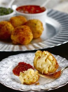 Crispy Macaroni and Cheese Ball Appetizers