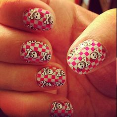 40 Halloween Nail Art Designs  #halloween #nails #nailart #naildesigns #halloweencostumes