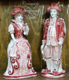 Coppia Lumiere Linea Vella Rosso, in ceramica di Caltagirone. La nostra azienda produce ceramica seguendo le tradizioni di Caltagirone, rielaborandole, unendo classico e moderno in modo da creare un design unico che si lega perfettamente a tutti i tipi di arredamento, dal più classico, rustico al più moderno.