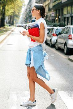 Street Style: A Laid-Back Take On The Sleeveless Shirtdress | Le Fashion | Bloglovin'