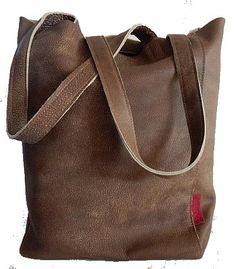 3985a31e4f0 Stijlvolle bruine leren shopper met een stoere uitstraling De shopper /  schoudertas is handgemaakt en natuurlijk