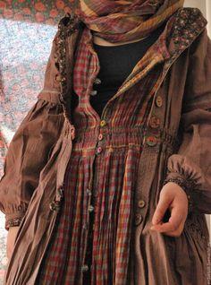 Mori girl lagenlook in harvest colors red, gold, chocolate brown Mori Girl Fashion, Fashion Mode, Womens Fashion, Fashion Styles, Fashion Tips, Forest Girl, Mode Boho, Mode Vintage, Mode Inspiration