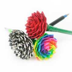 Duct Tape Flowers- awesome! You could easily turn these into a really cool flower pen as a gift. Duct Tape Rose, Duct Tape Pens, Duct Tape Flowers, Washi Tape, Masking Tape, Duct Tape Projects, Duck Tape Crafts, Creative Crafts, Fun Crafts